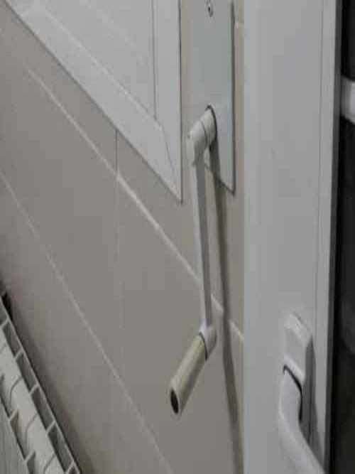 Técnico persianas de cable vivienda